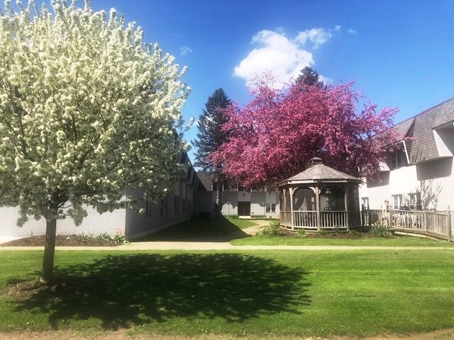 Bethany Village - Courtyards Exterior Blooming Trees Gazebo